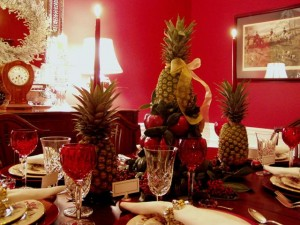 Colonial-Williamsburg-Christmas-Table-Setting-with-Apple-Tree-Centerpiece