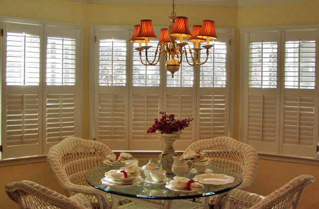 Plantation shutters versatile window treatment for Cost of blinds for 3 bedroom house