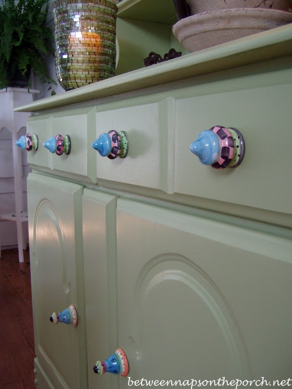 Colorful Painted Knobs for Porch Hutch_wm
