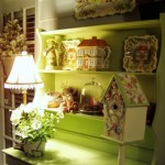 Painting Furniture: A China Hutch Transformation