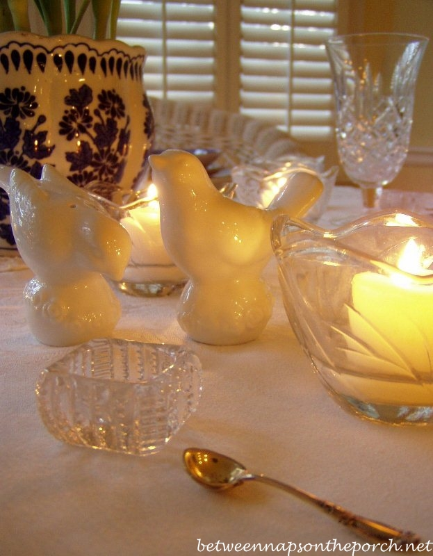 Blue Willow Dishware in a Blue and White Table Setting
