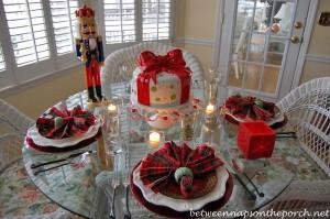 Christmas Tablescape with Plaid Napkins and Plaid Plates_edited-1_wm