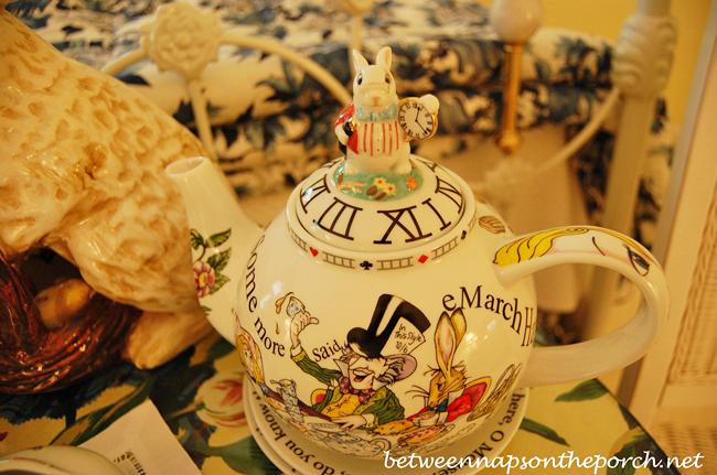 Alice in Wonderland Paul Cardew Tea Pot