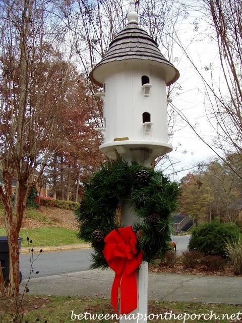 Decorating Birdhouse Dovecote with Christmas Wreath_wm