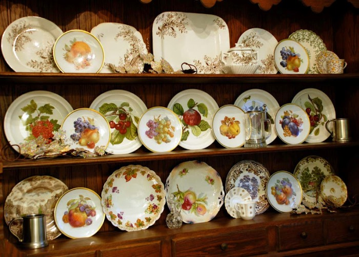 Hutch with Fall & Thanksgiving Dishware