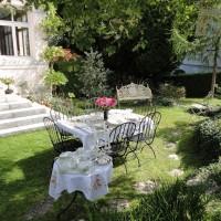 A Garden Party with Meissen, Deutsche Blume
