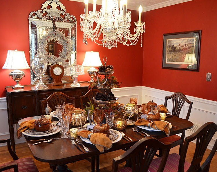 Thanksgiving table setting with nature themed centepiece for Red centerpieces for dining room tables