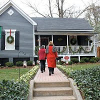Christmas Home Tour: Tour A Beautiful Folk Victorian