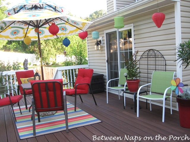 recently donna kindly shared some photos of her deck all decorated
