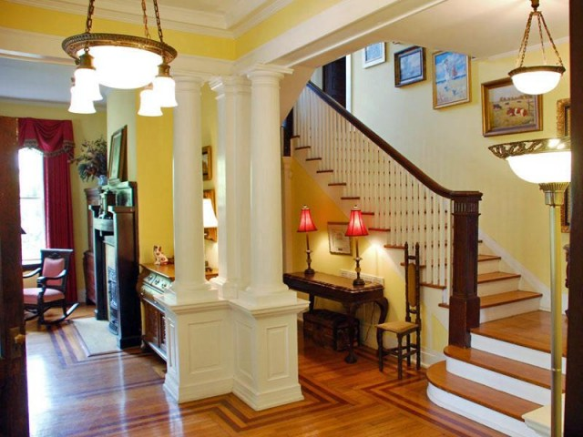 Grand Foyer Xl : Two beautiful historic homes take the tour