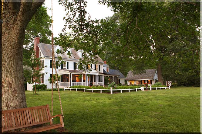 Tour these beautiful historic waterfront homes in virginia for Beautiful house tour
