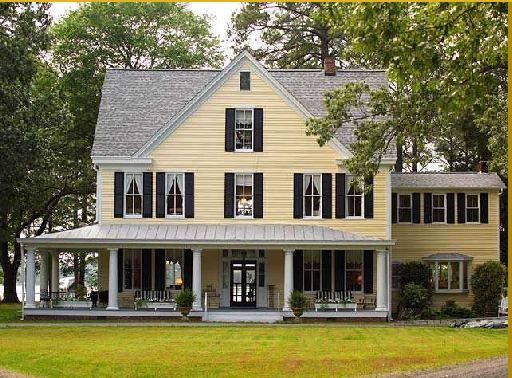 Tour these beautiful historic waterfront homes in virginia for Beautiful classic houses