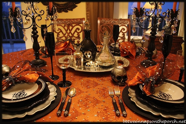 Halloween tablescape elegant eerie Fall decorating ideas for dinner party