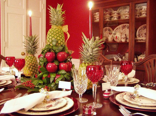Christmas Tablescape with Colonial Williamsburg Centerpiece