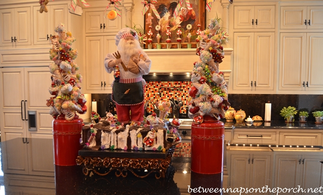 Kitchen decorated for christmas with peppermint candy for Christmas decorations for kitchen cabinets