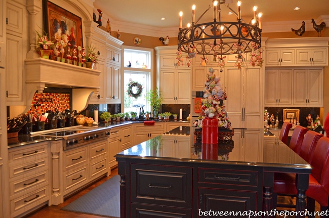Kitchen decorated for christmas with peppermint candy - Pictures of homes decorated for christmas on the inside ...