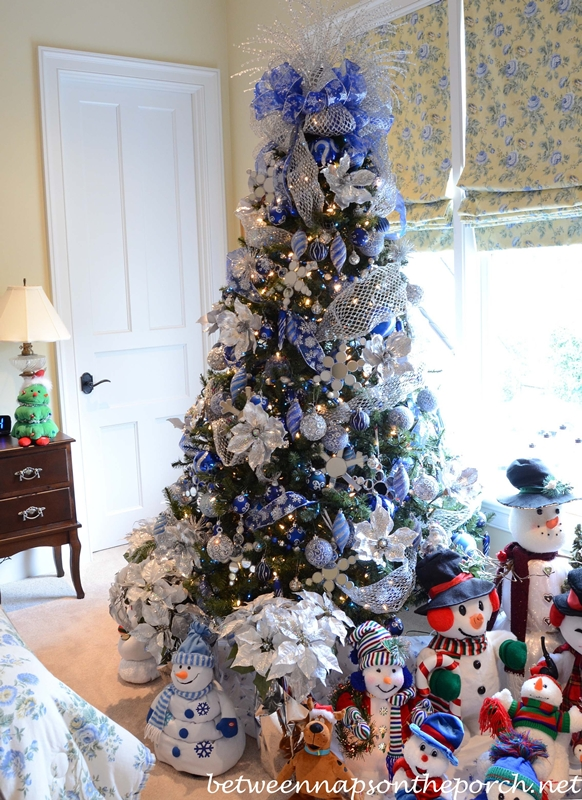 Winter Themed Christmas Tree for Guest Room with Snowmen