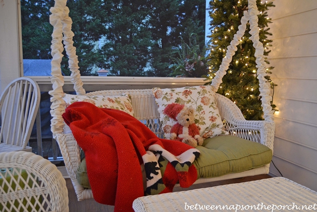 Swing with Santa Bear and Bear Throw