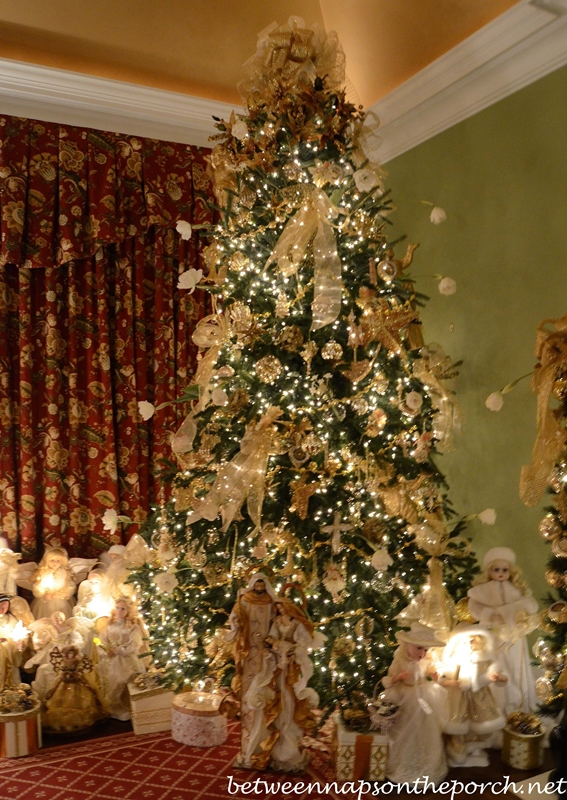 Gentil Christmas Tree With Angel Theme In Master Bedroom