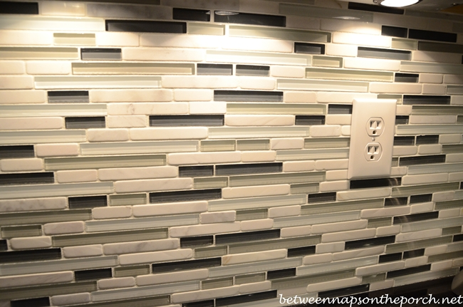 Beautiful Black and White Glass Tile Backsplash for Kitchen