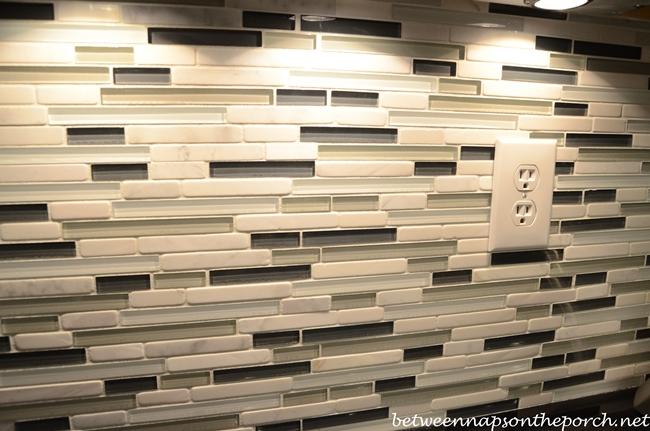 Beautiful Black and White Glass Tile Backsplash for Kitchen