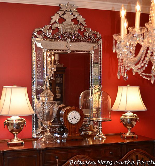 Venetian-Glass-Mirror in Dining Room