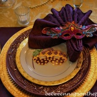 A Mardi Gras Table Setting Celebration