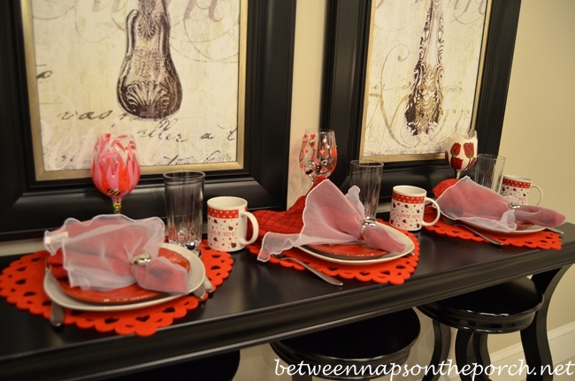 Valentine's Day Tablescape Table Setting