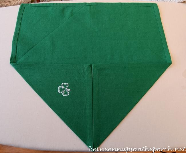 Clover-Napkin-Fold