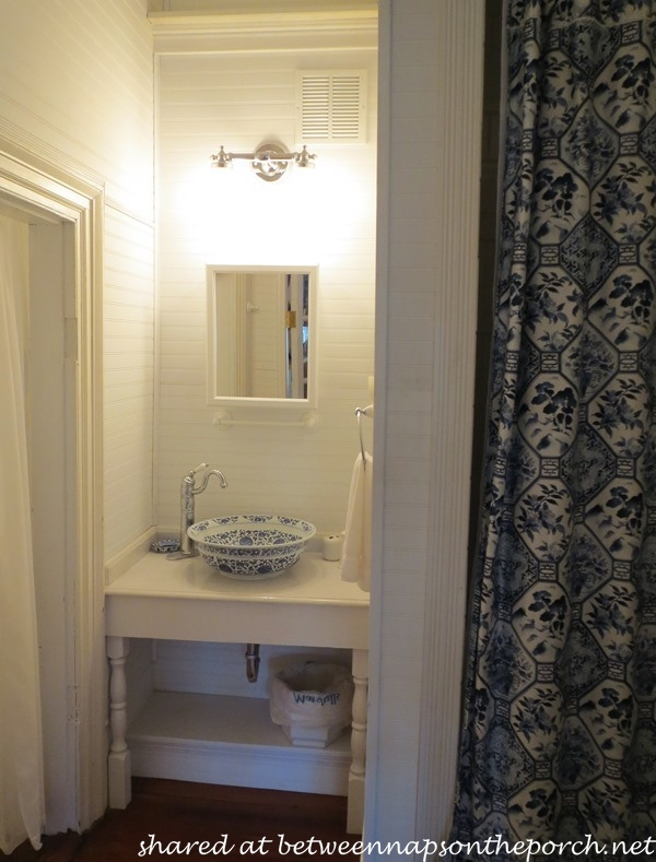 A blue and white bedroom and bath - Blue and white bathroom ...
