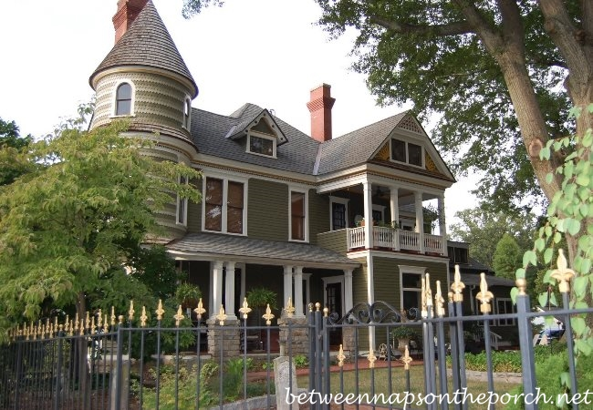 Historic Victorian Home with Side Porch in Grant Park