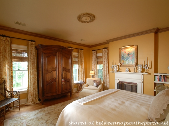 Master Bedroom in Historic 1825 Home