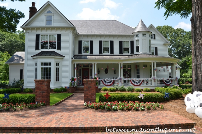4th of July Decorations for a Victorian Home and Porch