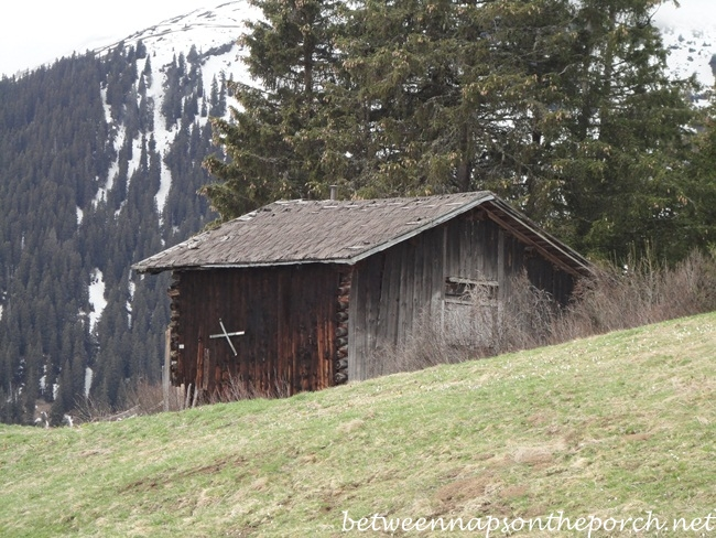 Historic-Ski-Cabin-in-Switzerland-3_wm
