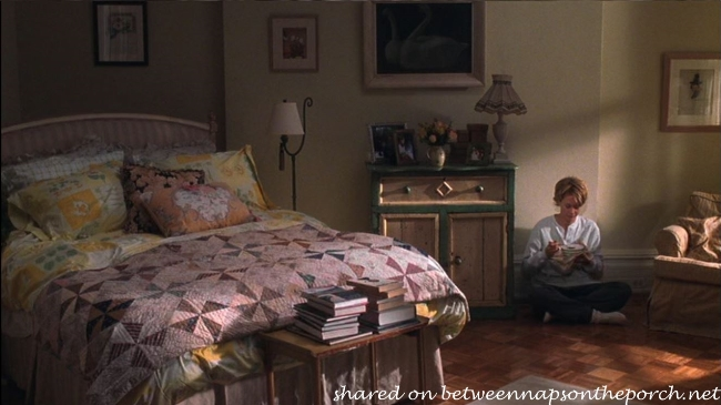 Living Room in Kathleen Kelly's New York Apartment in Movie, You've Got Mail 4