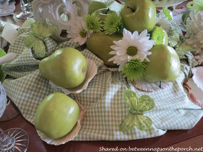 Summer Beach Table Setting Tablescape in Green and White 9
