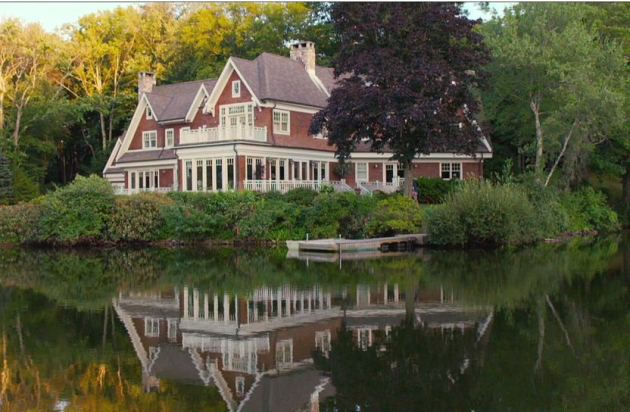 The big wedding tour this beautiful movie lake house for Beautiful house tour