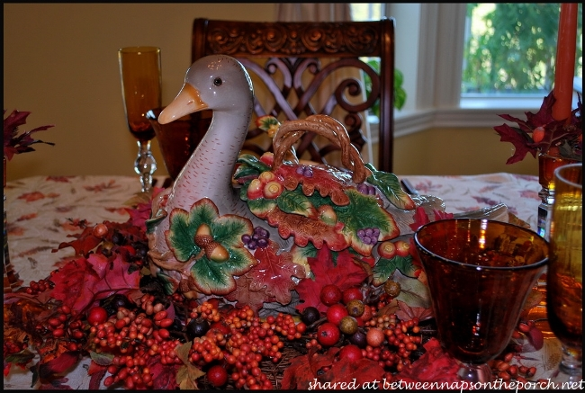 Fall Table Setting with Fall Leaves Dishware 1