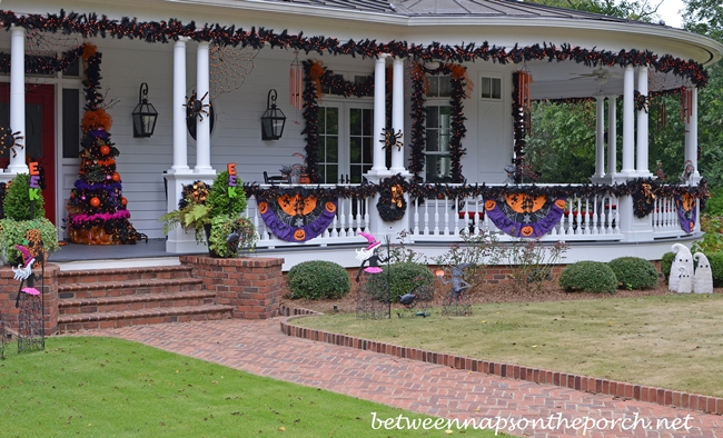 halloween decoration for the exterior of home_wm - Houses Decorated For Halloween
