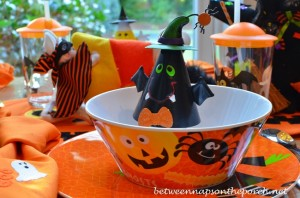 Halloween Dishes for Children's Table Setting_wm