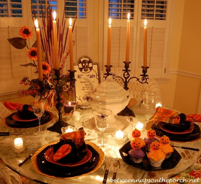 Halloween-Table-Setting