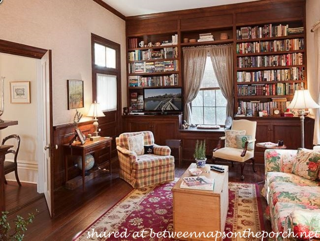 Library in the Antebellum home in The Big Chill Movie_wm