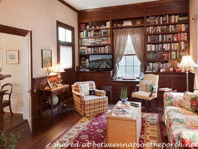 Library in the Antebellum home in The Big Chill Movie_wm