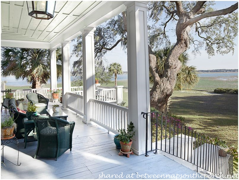 The big chill tour the antebellum house in the movie for Homes with large porches