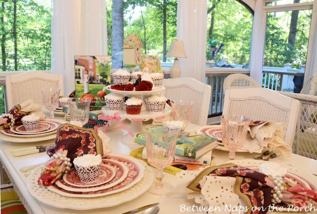 Bridal Shower Table Setting with Copeland Spode Tower and Red Velvet Cupcakes 04