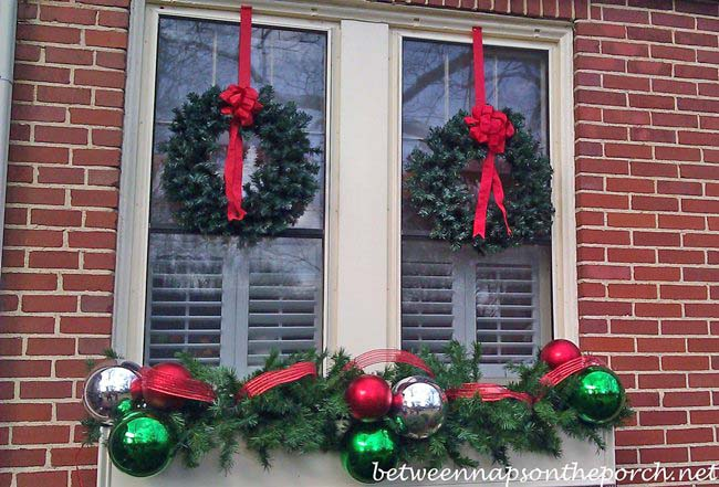 Christmas decorating ideas for porches doors and windows for Christmas window ideas