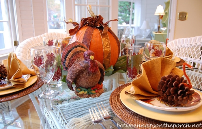Turkey Napkin Folding Tutorial for Thanksgiving & Ideas for Fall and Thanksgiving Table Settings Tablescapes