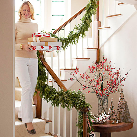12 beautiful christmas banisters for Weihnachtsdeko treppe