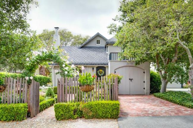 Carmel Cottage with Beautiful Gardens 2
