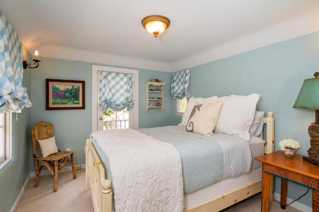 Carmel Cottage with Beautiful Gardens 5